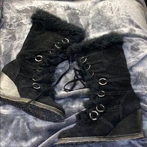 Fur trimmed wedge boots